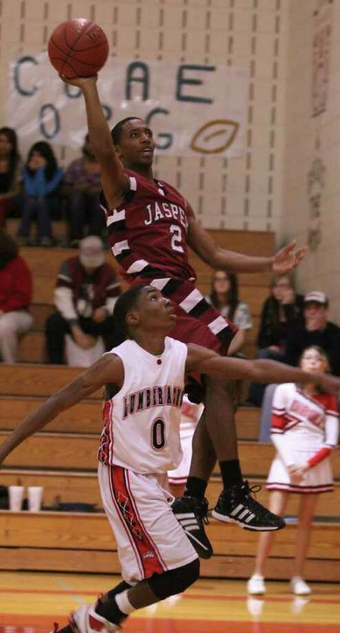Jasper's Deon Beard drives the lane for a shot against Diboll. Photo: Jason Dunn