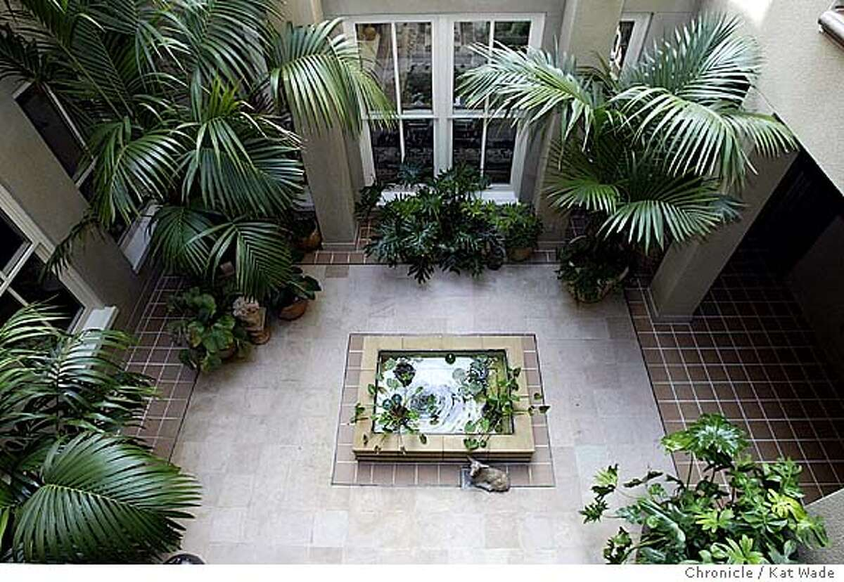 """955GREENm-C-21OCT02-RE-KW - This central courtyard is part of Developer/designer Ned Topham's desire for """"village"""" feeling for the exclusive 6-condo structure on Russian Hill designed byArchitect George Homsey. SAN FRANCISCO CHRONICLE PHOTO BY KAT WADE"""