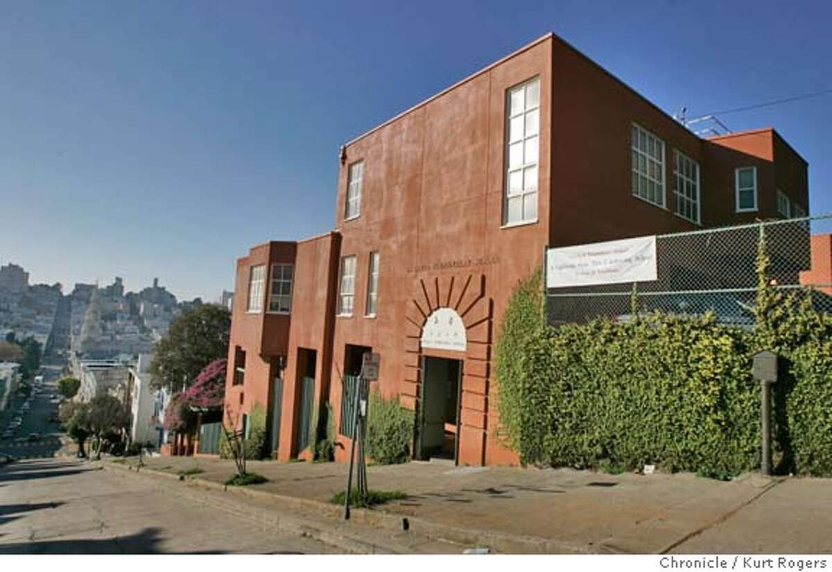 Garfield Elementary School it was designed by architect George Homsey. SIGSTYLE04_1075_kr.JPG 11/23/04 in San Francisco,CA. KURT ROGERS/THE CHRONICLE MANDATORY CREDIT FOR PHOTOG AND SF CHRONICLE/ -MAGS OUT Home&Garden#Home&Garden#Chronicle#12/4/2004##Advance##0422482877