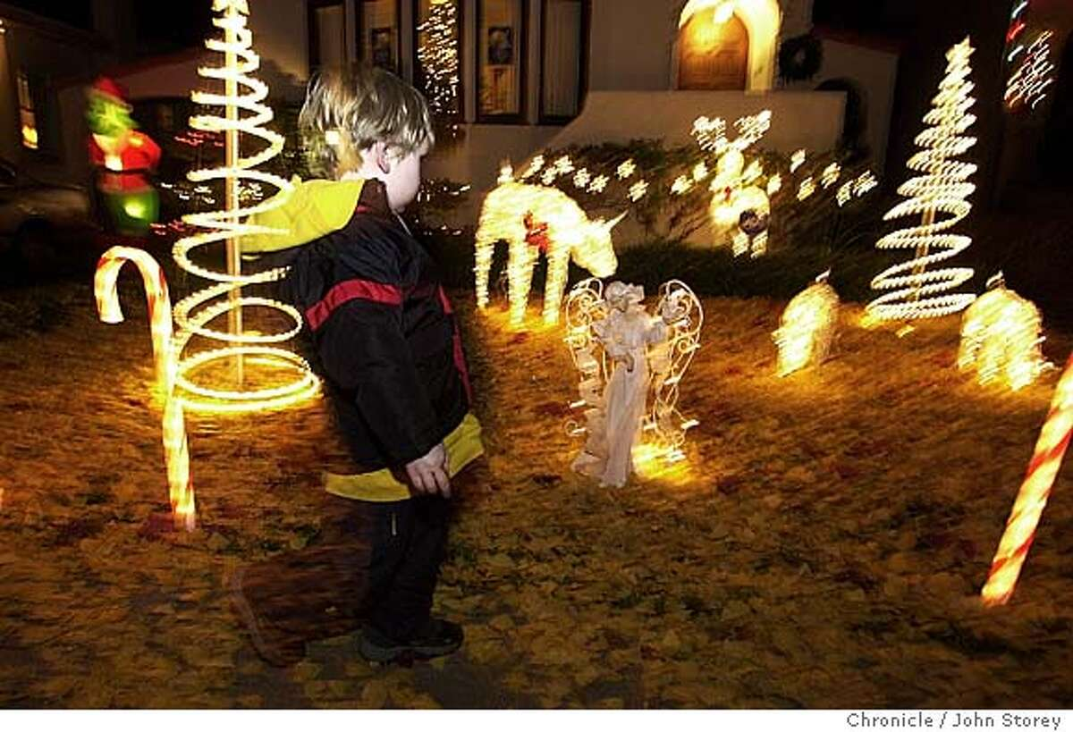 lights_253_jrs.jpg Pictures of houses decorated with Christmas lights on Thompson Street in Alameda. Paul Snider, 3, of Alameda looks at the lights. 12/8/03 in Alameda. JOHN STOREY / The Chronicle