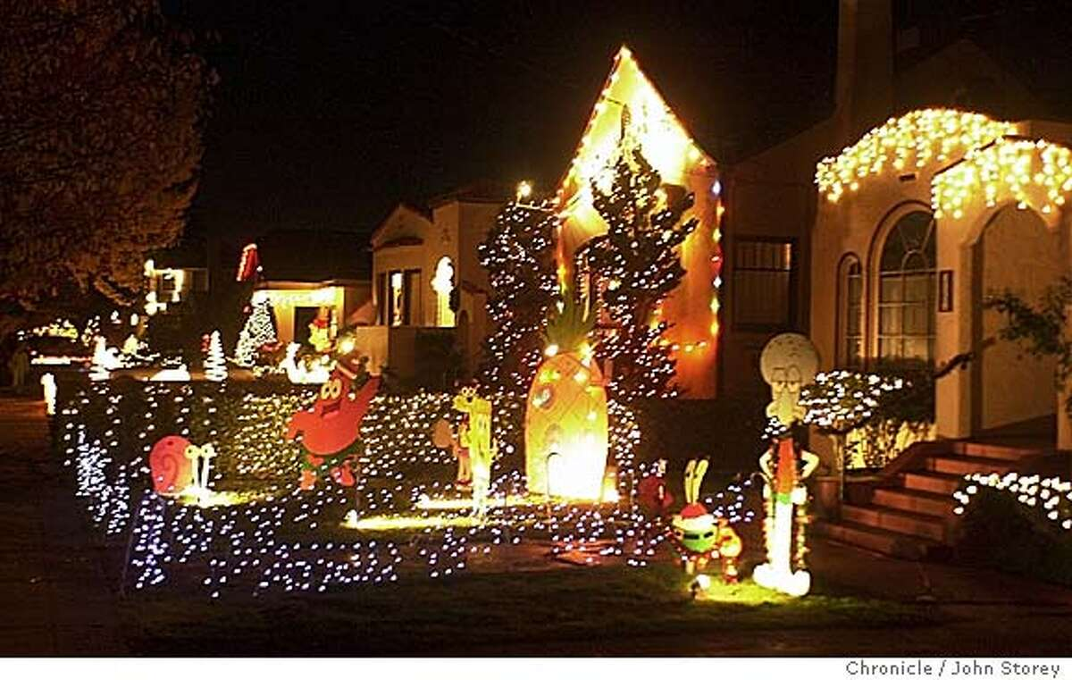 lights_269_jrs.jpg Pictures of houses decorated with Christmas lights on Thompson Street in Alameda. 12/8/03 in Alameda. JOHN STOREY / The Chronicle