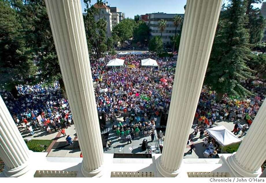 State Capitol, Sacramento, CA.  Looking down from the 3rd floor of the Stae capitol at the demo.  Teachers and many other organizations, firefighters, ETC protest Gov. Schwarzenegger's policys  Photo/John O'Hara Photo: John O'Hara