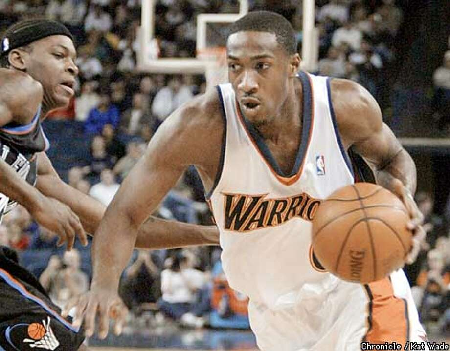 The Golden State Warrior's Gilbert Arenas charges for the basket under pressure from the Clevland Cavalier's Smush Parker during the first period of the game January 15, 2003 at the Oakland Arena. SAN FRANCISCO CHRONICLE PHOTO BY KAT WADE ALSO RAN 01/27/03 Photo: KAT WADE