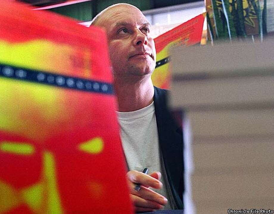 "HORNBY1/C/10SEPT96/DD/TKAO= was at Kepler's book store in Menlo Park yesterday afternoon autographying his ""High Fidelity"". photo by Tim Kao, the Chronicle. Photo: TIM KAO"