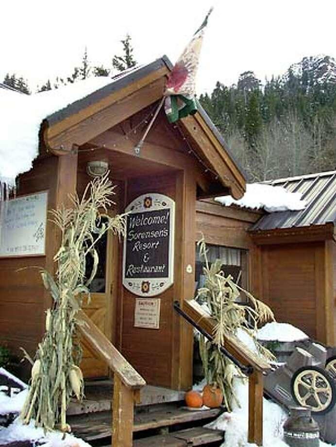 "Cafe, winter photo of ""Sorensen's"" all season resort in the Sierra Nevada.____Magazine#Magazine#SundayMagazine#11/28/2004#ALL#Advance##0422408053"