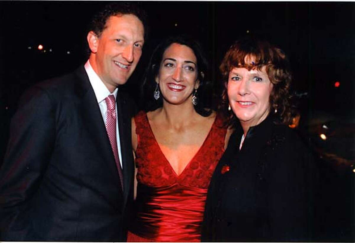swells28_hearts5.jpg Larry and Pam Baer w/ Gene O'Connell on 11/23/04 MANDATORY CREDIT FOR PHOTOG AND SF CHRONICLE/ -MAGS OUT Living#Living#Chronicle#11/28/2004#ALL#Advance##0422482142