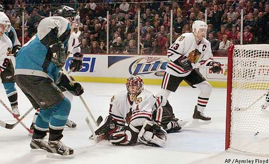 San Jose Sharks Vincent Damphousse (25) scores his team's third goal against the Chicago Blackhawks in the third period in Chicago Friday, Feb. 14, 2003. The Blackhawks gaol tender is Jocelyn Thibault. The Sharks beat the Blackhawks 4-2. (AP Photo/Aynsley Floyd) Photo: AYNSLEY FLOYD