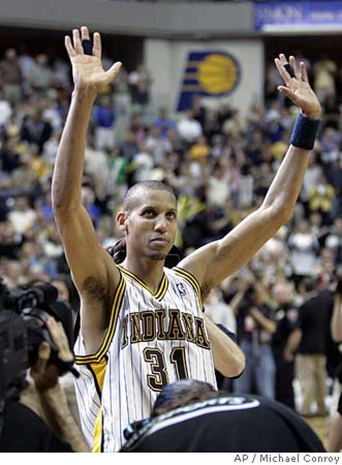 Reggie Miller waves to the crowd as he leaves the court after losing to the Detroit Pistons 88-79 in the sixth game of the Eastern Conference semi-final in Indianapolis, Thursday, May 19, 2005. Miller is retiring. (AP Photo/Michael Conroy) Photo: MICHAEL CONROY