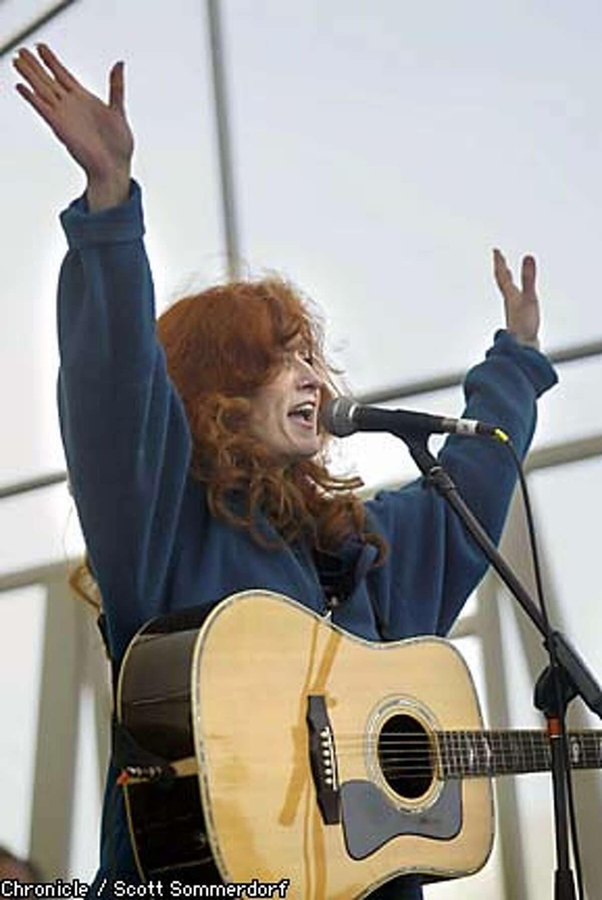 Singer Bonnie Raitt performs for the peace marchers at the park opposite City Hall. SF CHRONICLE PHOTO BY SCOTT SOMMERDORF