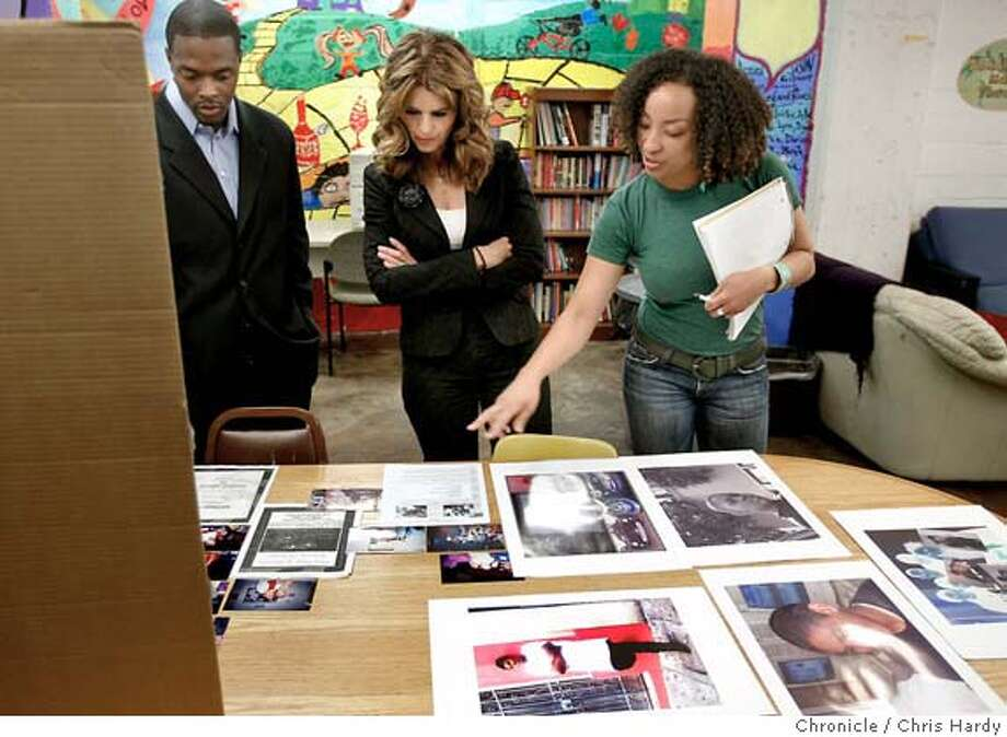 mariashriver_ch_018.jpg  Executive director of the center Naeem Salaam with Shriver and teen center worker Kai Hutson showing artwork done by teens in teen center.  Maria Shriver visits Glide Memorial's school and teen center in San Francisco  5/17/05 Chris Hardy / San Francisco Chronicle Photo: Chris Hardy