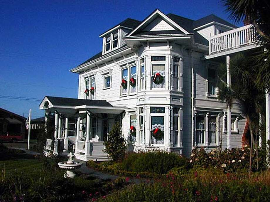 TRAVEL FORT BRAGG -- Weller House B&B in Fort Bragg, one of the inns on the Mendocino coast's annual Candlelight Inn Tour at Christmastime. HANDOUT  Courtesy of Weller House Travel#Travel#Chronicle#11/21/2004#ALL#Advance##0422471769 Photo: Weller House