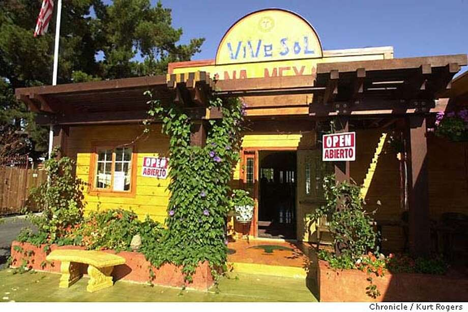 PNVIVE16A-C-08NOV01-PF-KR Vive Sol in Mountain View a new Mexican restaurant .Photo by Kurt Rogers CAT Datebook#Datebook#SundayDateBook#11-21-2004#ALL#Advance##421906862 Photo: Kurt Rogers