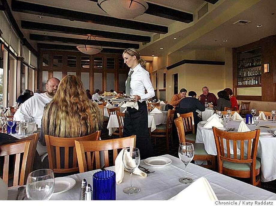 EBLBOLLINGER19_rad.jpg Bollinger Bar and Grill main dining room during lunch in San Ramon. Katy Raddatz / The Chronicle Photo: Katy Raddatz