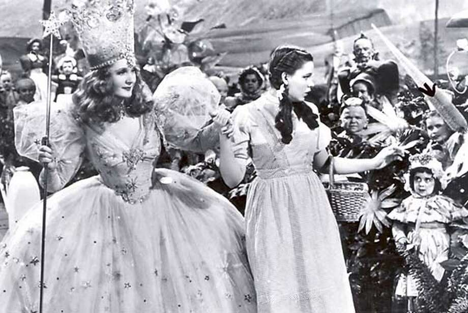 OZ15  BILLIE BURKE AND JUDY GARLAND WITH MUNCHKIN MARGARET PELLEGRINI