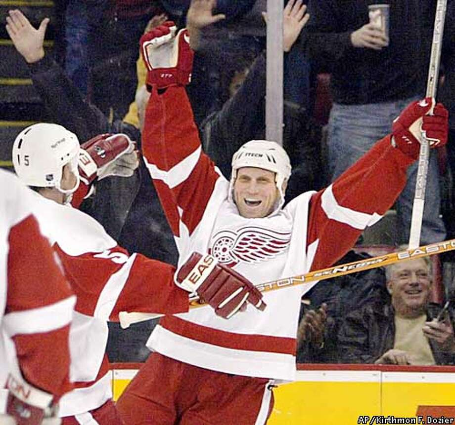 Detroit Red Wings' Brett Hull celebrates after scoring his 700th career goal in the second period against the San Jose Sharks in Detroit Monday, Feb. 10, 2003. Wayne Gretzky, Gordie Howe, Marcel Dionne, Phil Esposito and Mike Gartner are the only other players to accomplish the feat. (AP Photo/Detroit Free Press, Kirthmon F. Dozier) ** MANDATORY CREDIT ** Photo: KIRTHMON F. DOZIER