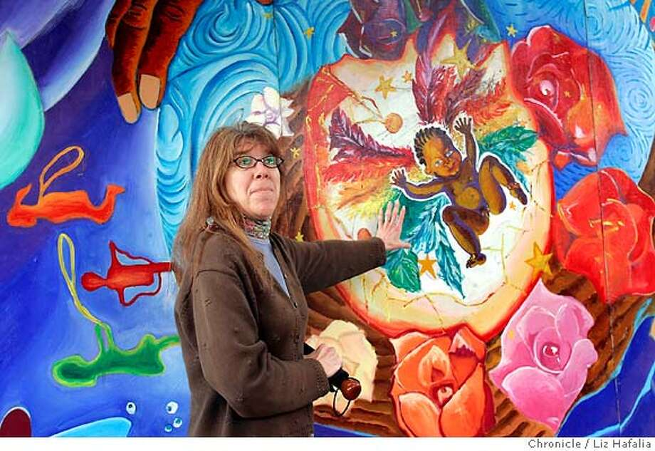 """Precita Eyes celebrates May as """"Mural Awareness Month."""" Patricia Rose, a muralist, gives a tour of murals in the neighborhood on Harrison at 24th streets. Shot in San Francisco on 4/23/05. Photo: Liz Hafalia"""