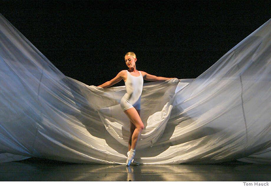 Nicole Trerise of Smuin Ballet in the West Coast premiere of Eliot Feld's PACIFIC DANCES. Photo by Tom Hauck Photo: Tom Hauck