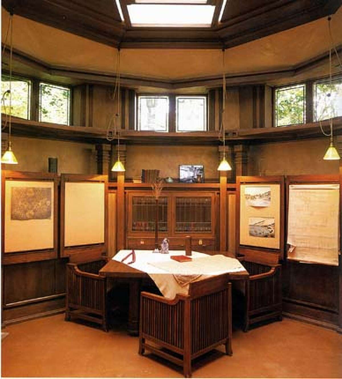 Frank Lloyd Wright's octagonal library in his home in Oakpark, Ill. BookReview#BookReview#Chronicle#11-14-2004#ALL#2star#e3#0422459230 BookReview#BookReview#Chronicle#11-14-2004#ALL#2star#e3#0422459230