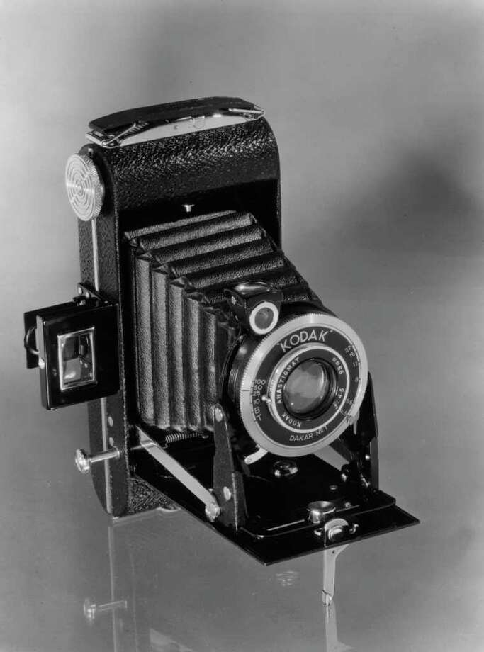 circa 1950:  A Kodak retracting bellows camera with anastigmatic lens. Photo: Kenneth Rittener, Getty Images / Hulton Archive