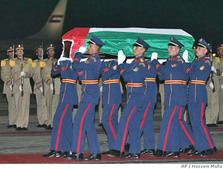 Palestinian leader Yasser Arafat's coffin, draped with the Palestinian flag, is carried by Egyptian military honor guards at Cairo airport, Egypt, Thursday Nov. 11, 2004. Arafat died in Paris, France, earlier Thursday at the Percy Military Hospital, he was 75. A funeral service will take place in Cairo on Friday.(AP Photo/Hussein Malla) Nation#MainNews#Chronicle#11/12/2004#ALL#5star##0422462605 Photo: HUSSEIN MALLA