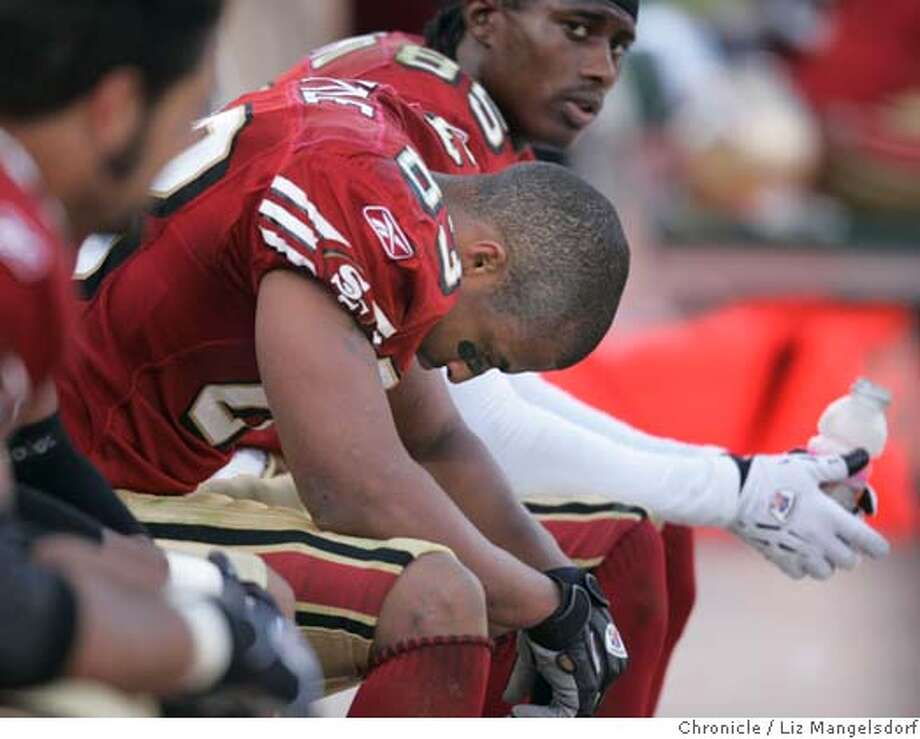 _L8G0309.JPG Event on 11/7/04 in San Francisco.  Niner #83 Arnaz Battle hangs his head at the end of the game. The Seattle Seahawks beat the San Francisco 49ers at monster park.  Liz Mangelsdorf / The Chronicle Photo: Liz Mangelsdorf