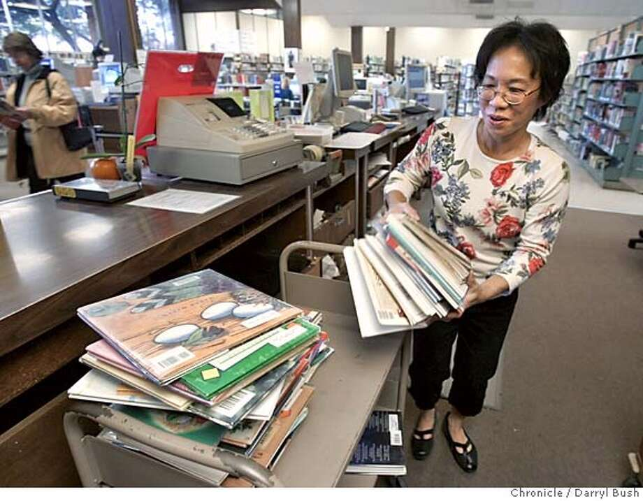 library_060_db.jpg  Senior library clerk Jan Jong carries books to check in at Walnut Creek Public Library. 10/26/04 in Walnut Creek  Darryl Bush / The Chronicle MANDATORY CREDIT FOR PHOTOG AND SF CHRONICLE/ -MAGS OUT Metro#Metro#Chronicle#11/9/2004#ALL#5star##0422433988 Photo: Darryl Bush