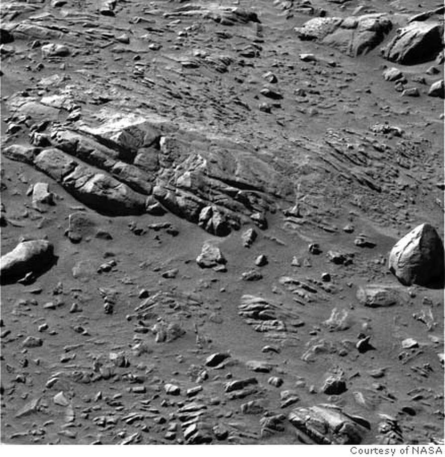 """NASA_ROVER.JPG NASA's Mars Exploration Spirit examined a rock dubbed """"Uchben"""" in the """"Columbia Hills"""" inside Gusev Crater. PHOTO COURTESY NASA MANDATORY CREDIT FOR PHOTOG AND SF CHRONICLE/ -MAGS OUT Metro#MainNews#Chronicle#11/5/2004#ALL#5star##0422451918"""