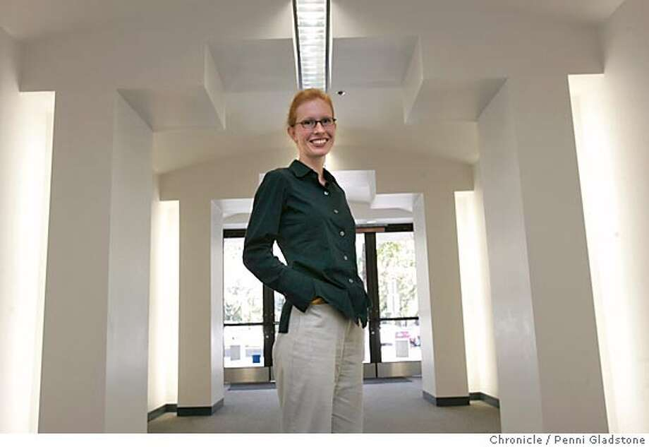 BREAST_004_pg.jpg  For the Science Page... foto of Theresa Keegan, senior researcher at the Northern California Cancer Center in Fremont. Our main story looks at environmental factors in breast cancer. Our sidebar cites a new report saying the San Francisco and Marin counties both have the highest breast cancer rates in the state. FREMONT on 10/27/04 by Penni Gladstone  San Francisco Chronicle Nation#MainNews#Chronicle#11/08/2004#ALL#5star##0422434973 Photo: Penni Gladstone