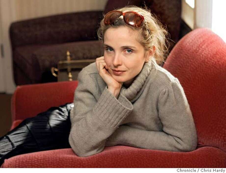 "102504_delpy14_009.jpg  Julie Delpy, the female lead in the comedy movie ""Before Sunrise"". San Francisco,CA on 10/25/04  San Francisco Chronicle/Chris Hardy MANDATORY CREDIT FOR PHOTOG AND SF CHRONICLE/ -MAGS OUT Datebook#Datebook#Chronicle#11/4/2004#ALL#5star##0422432130 Photo: Chris Hardy"