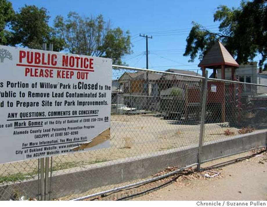cwwillowpark4.JPG FOR CHRONWATCH USE ONLY Willow Mini Park in Oakland off limits since June due to a lead abatement project that hasn't started yet. 8/25/04 in Oakland, CA. Suzanne Pullen / The Chronicle Metro#Metro#Chronicle#11/04/2004#ALL#5star##0422300937 Photo: Suzanne Pullen