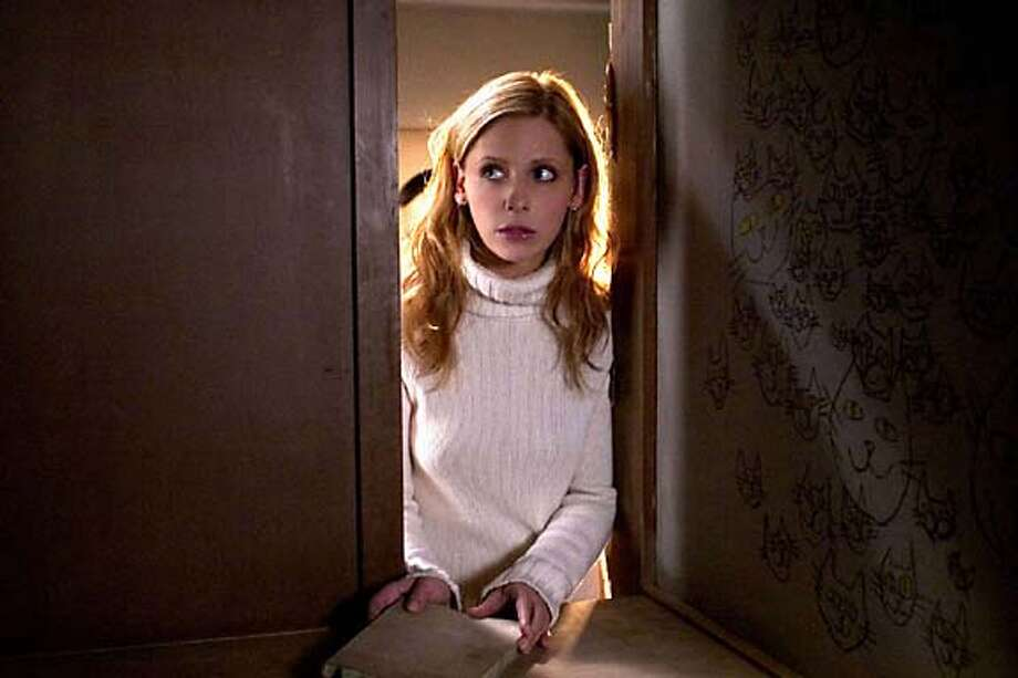 BUZZ07.JPG Sarah Michelle Gellar in THE GRUDGE HO MANDATORY CREDIT FOR PHOTOG AND SF CHRONICLE/ -MAGS OUT Datebook#Datebook#SundayDateBook#11-07-2004#ALL#Advance##0422437624
