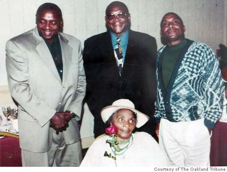 contributed photo The Oakland Tribune 11/5/04  Brothers Booker, Glenn and Jerome with their mother Annie T. Carloss. Booker was shot and killed by an Oakland Police officer while wielding an axe. Metro#Metro#Chronicle#11/6/2004#ALL#5star##0422453386 Photo: Contributed Photo / Oakland Trib