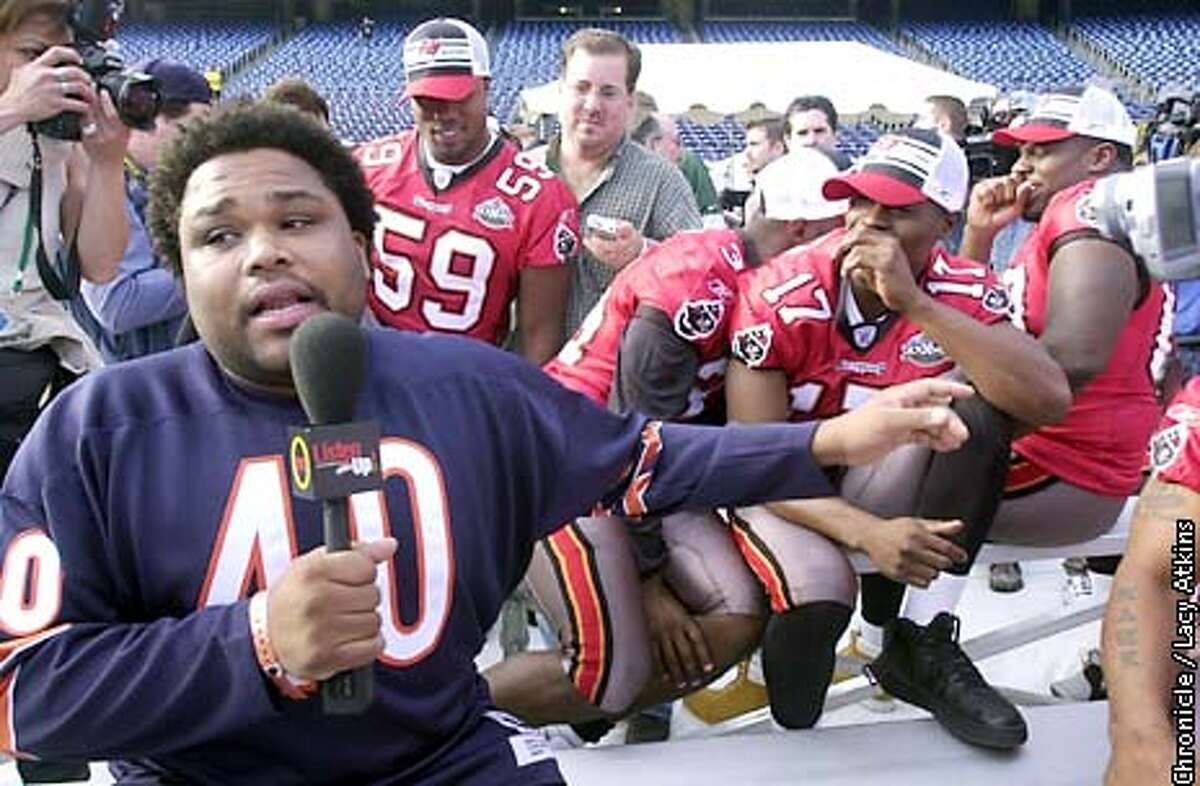 .jpg Actor Anthony Anderson, working for TNT, interviews Tampa Bay players during Photo Day at Qualcomm Stadium in San Diego, Ca. Tuesday January 21, 2003. The Oakland Raiders play the Tampa Bay Buccaneers in the Super Bowl in San Diego, Ca. Sunday January 26, 2003. Lacy Atkins/San Francisco Chronicle
