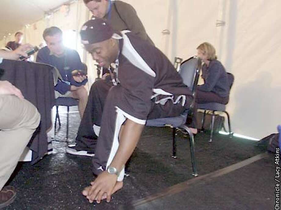 Raiders Rolan Williams shows members of the press his injuried left toe during a press conference Wed. Jan.22,02 in San Diego.  SAN FRANCISCO CHRONICLE/LACY ATKINS Photo: LACY ATKINS