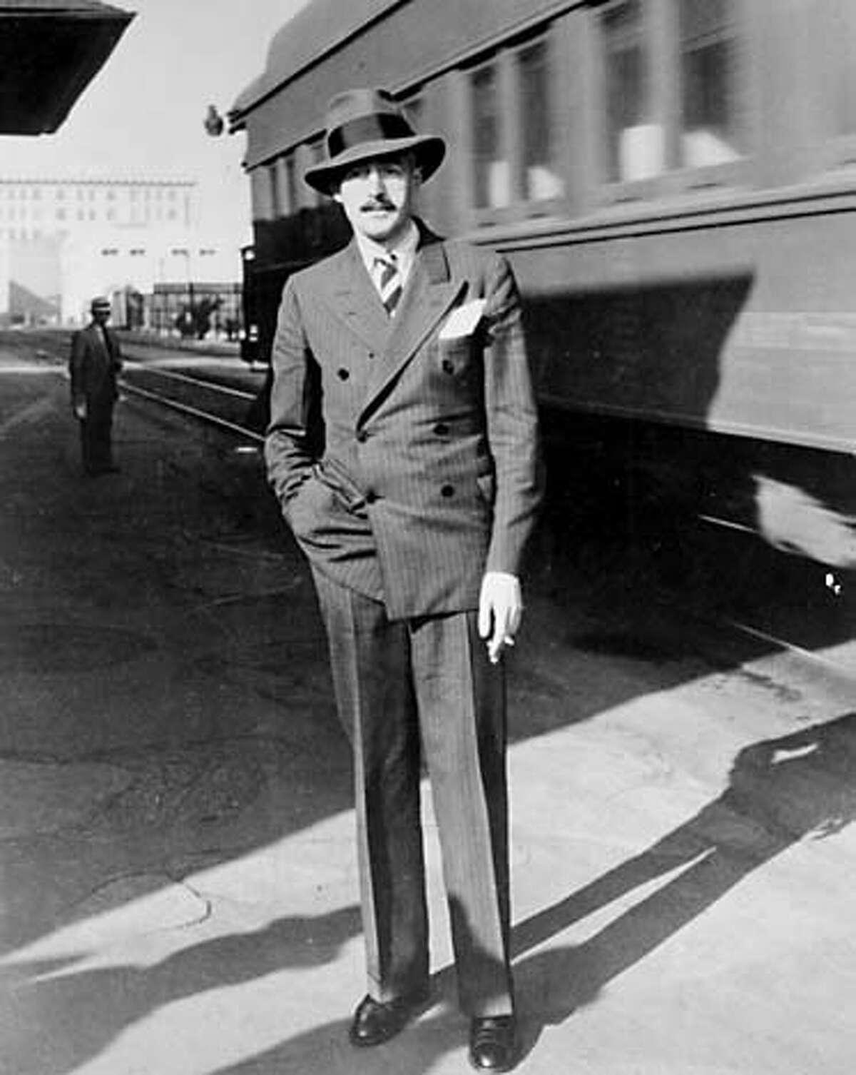 CENTURY25B/B/16APR99/SC/HO--Dashiell Hammett on his arrival in Hollywood (c. 1940) to write film scripts. Photo from SHADOW MAN:The life of Dashiell Hammett, by Richard Layman, 1981. PHOTO COURTESY SPRINGER/BETTMAN FILM ARCHIVE. CAT Datebook#Datebook#SundayDateBook#10/31/2004#ALL#Advance##422017065