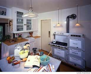 Modernizing the Vintage Kitchen / Or how best to avoid