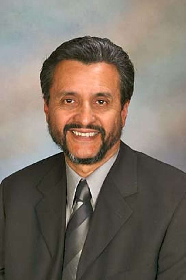 Photo of Ruben Abrica, East Palo Alto city council candidate. Metro#Metro#Chronicle#10/26/2004#ALL#5star##0422425735