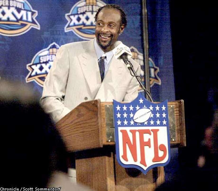 .jpg Oakland Raiders Jerry Rice talks with the media during the first press conference of the 2003 Super Bowl being held at the Hyatt Regency in La Jolla, Ca. January 20, 2003. The Oakland Raiders play the Tennessee Titans in the Super Bowl Sunday January 26, 2003. Scott Sommerdorf/San Francisco Chronicle Photo: Scott Sommerdorf