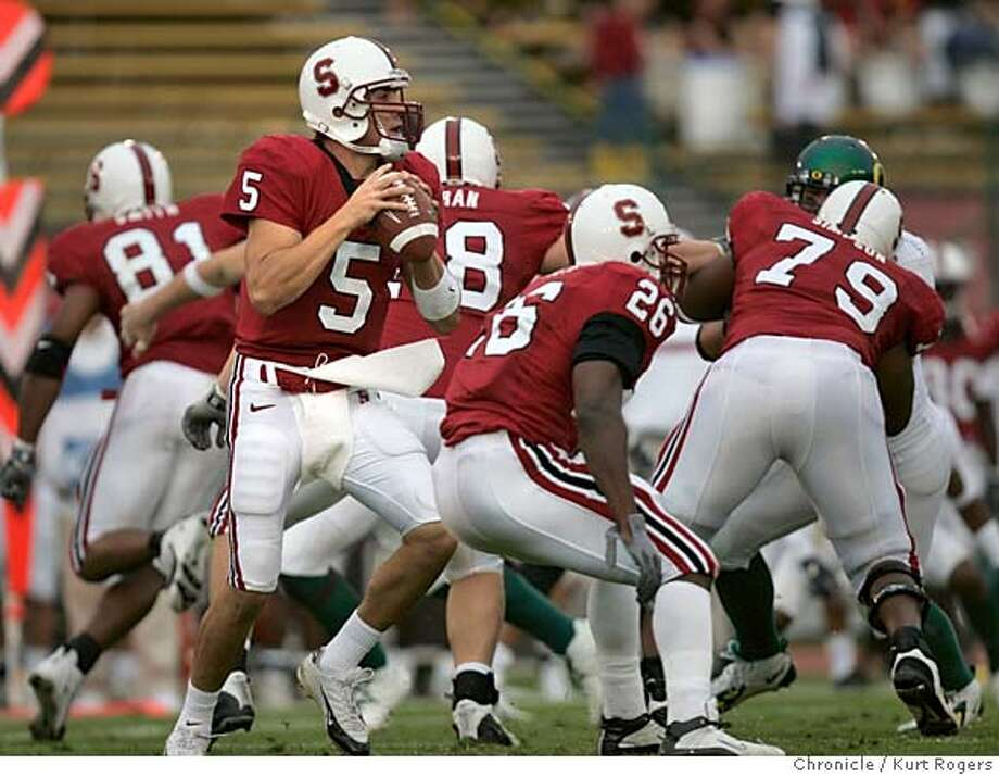 Trent Edwards looks for a reciver in the first Quarter he was injured later in the Quarter and never returned.  The Stanford Cardinal Vs Oregon Ducks at Stanford STANFORD_0079_kr.JPG 10/23/04 in Palo Alto,CA.  KURT ROGERS/THE CHRONICLE MANDATORY CREDIT FOR PHOTOG AND SF CHRONICLE/ -MAGS OUT Sports#Sports#Chronicle#10/27/2004#ALL#5star##0422428794 Photo: KURT ROGERS