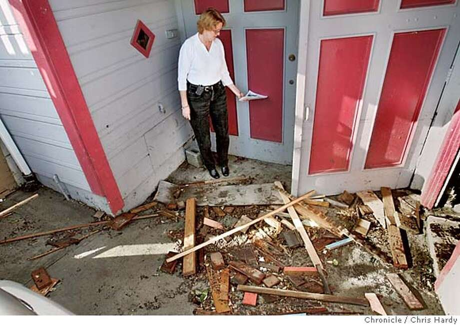 102604_flood_036.jpg  Paula Bauer and pile of lumber that floated into her house flooded from overflowing storm drains and ran through their bedroom . San Francisco,CA on 10/26/04  San Francisco Chronicle/Chris Hardy MANDATORY CREDIT FOR PHOTOG AND SF CHRONICLE/ -MAGS OUT Metro#Metro#Chronicle#10/27/2004#ALL#5star##0422433573 Photo: Chris Hardy
