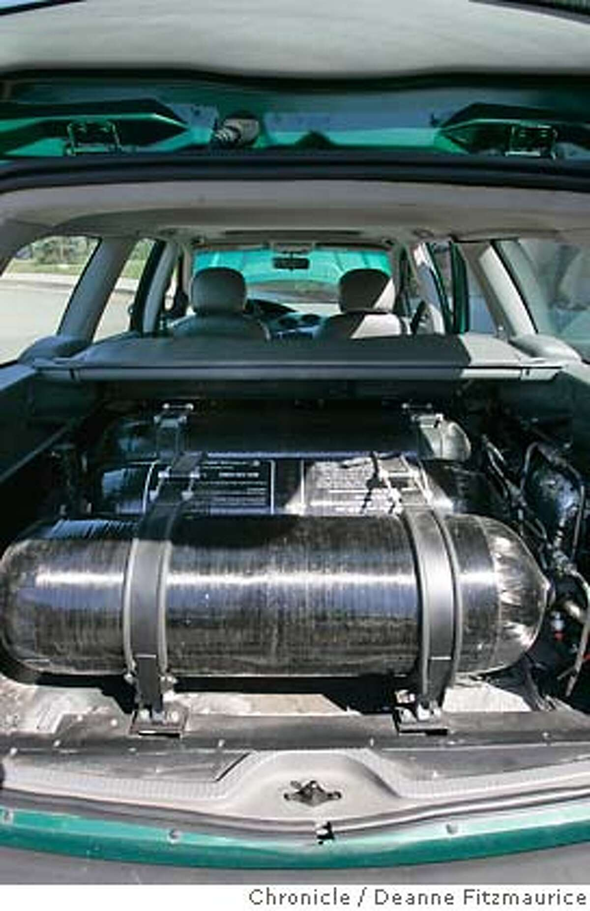 energy_544_df.JPG Ford has built a test car which runs on hydrogen stores in this tank in the back of the car. Ford Motor Company is among the U.S. auto makers who are trying to improve fuel efficiency and address energy issues. Deanne Fitzmaurice / The Chronicle MANDATORY CREDIT FOR PHOTOG AND SF CHRONICLE/ -MAGS OUT Business#Business#Chronicle#10/26/2004##5star##0422386247