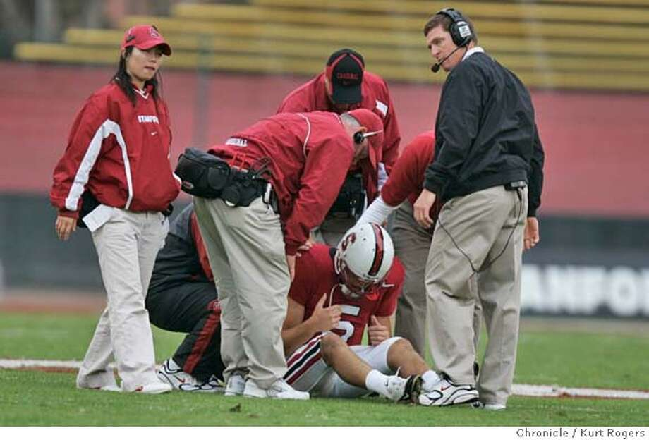 Trent Edwards who was hurt in the first quarter was taken out of the game and never returned.  The Stanford Cardinal Vs Oregon Ducks at Stanford 10/23/04 in Palo Alto,CA.  KURT ROGERS/THE CHRONICLE Photo: KURT ROGERS