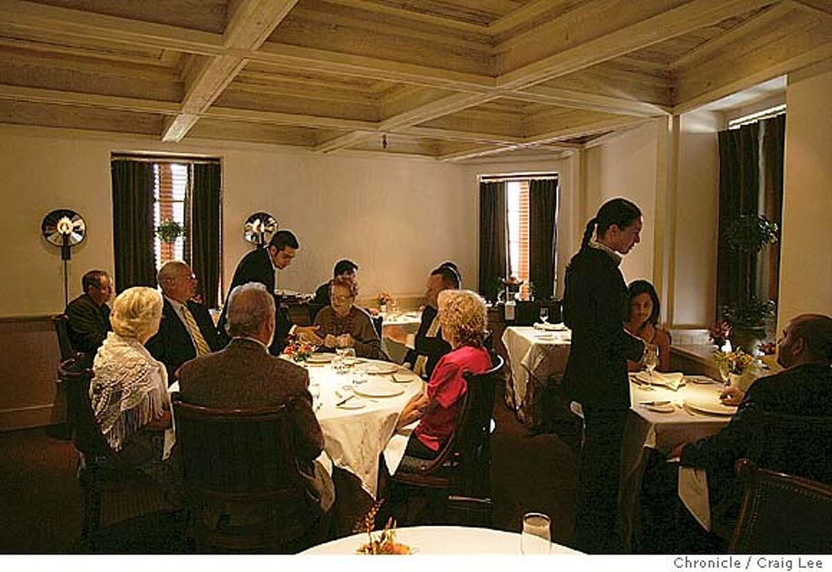 Photo of Laura Cunningham who runs the dining room at the French Laundry in Yountville and Per Se in New York and is life partner to chef Thomas Keller. Photo was taken at the French Laundry. Photo of Laura (far right) in the dining room with customers. Event on 10/16/04 in Yountville. Craig Lee / The Chronicle MANDATORY CREDIT FOR PHOTOG AND SF CHRONICLE/ -MAGS OUT Food#Food#Chronicle#10/20/2004##Advance##0422415190