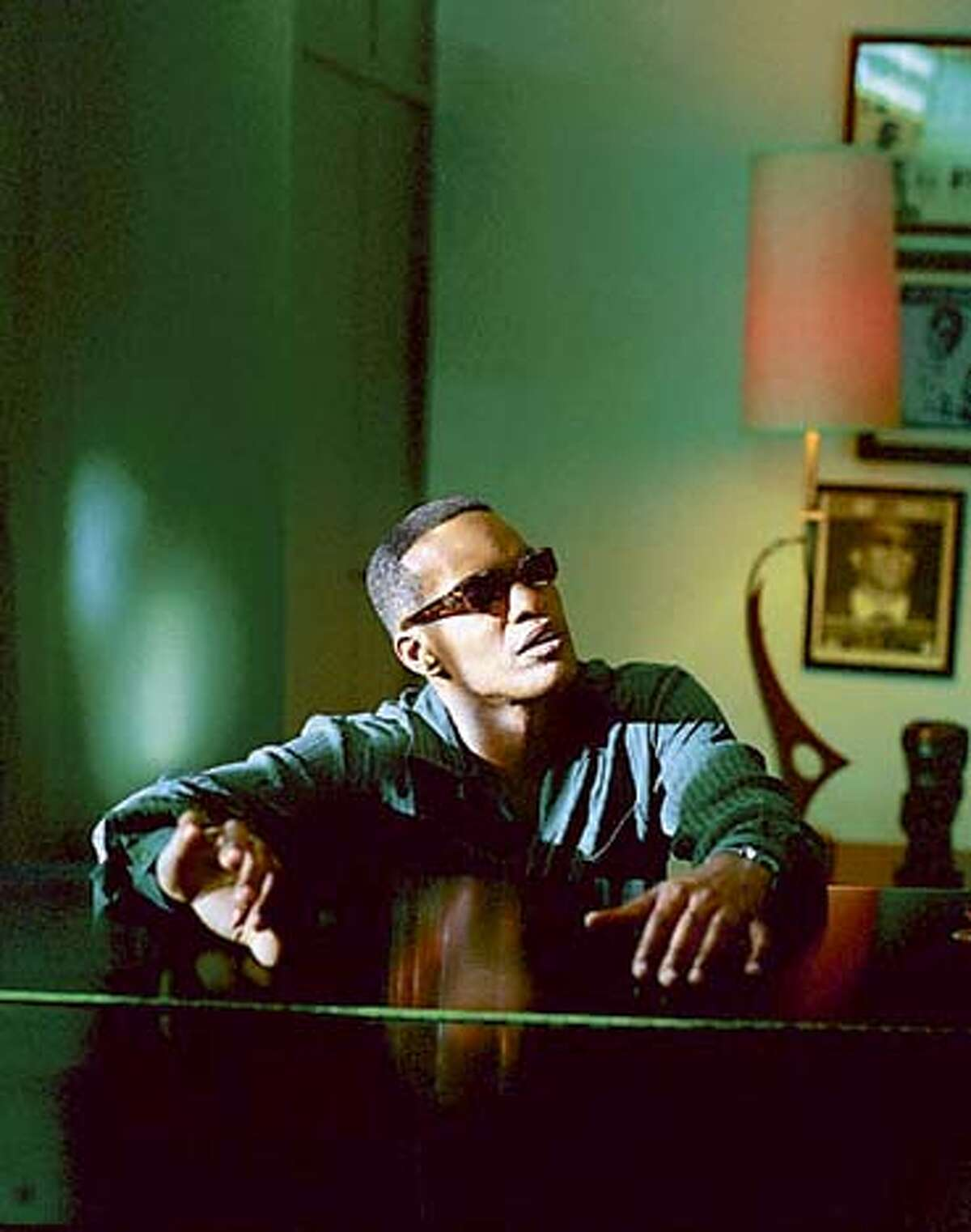 JAMIE FOXX as American legend Ray Charles in the musical biographical drama, Ray. Datebook#Datebook#SundayDateBook#10-24-2004#ALL#Advance##0422414916