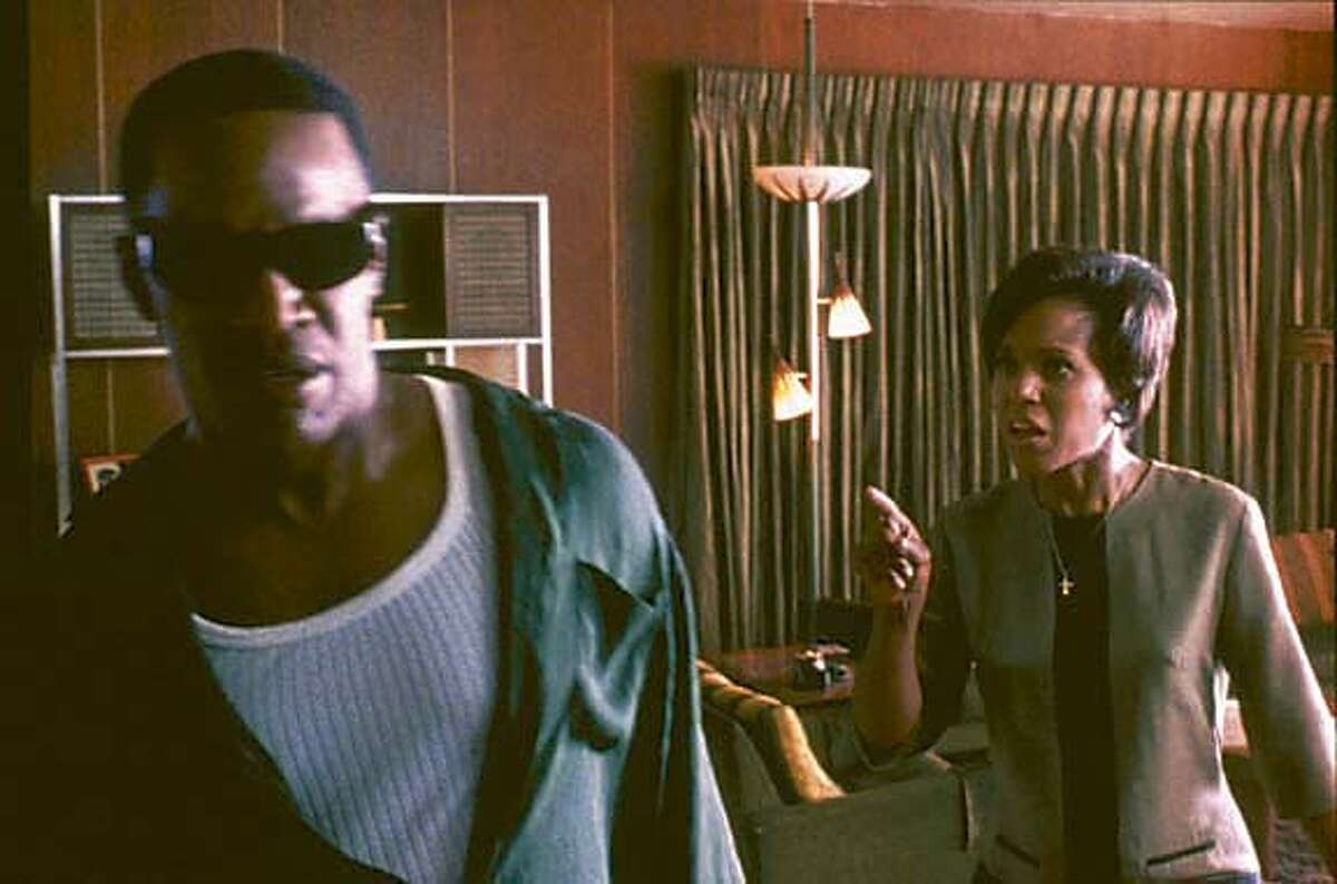 JAMIE FOXX as American legend Ray Charles and KERRY WASHINGTON as his wife, Della Bea Robinson, in the musical biographical drama, Ray. Datebook#Datebook#SundayDateBook#10-24-2004#ALL#Advance##0422414914
