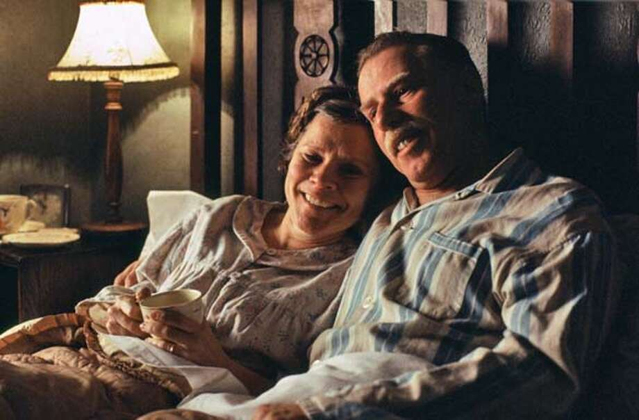 "Still from the movie ""Vera Drake,"" actors are Imelda Staunton, left and Phil Davis.  For: Insider15_Imelda Datebook#Datebook#Chronicle#10/22/2004##Advance##0422394361 Photo: 1996-98 AccuSoft Inc., All Right"