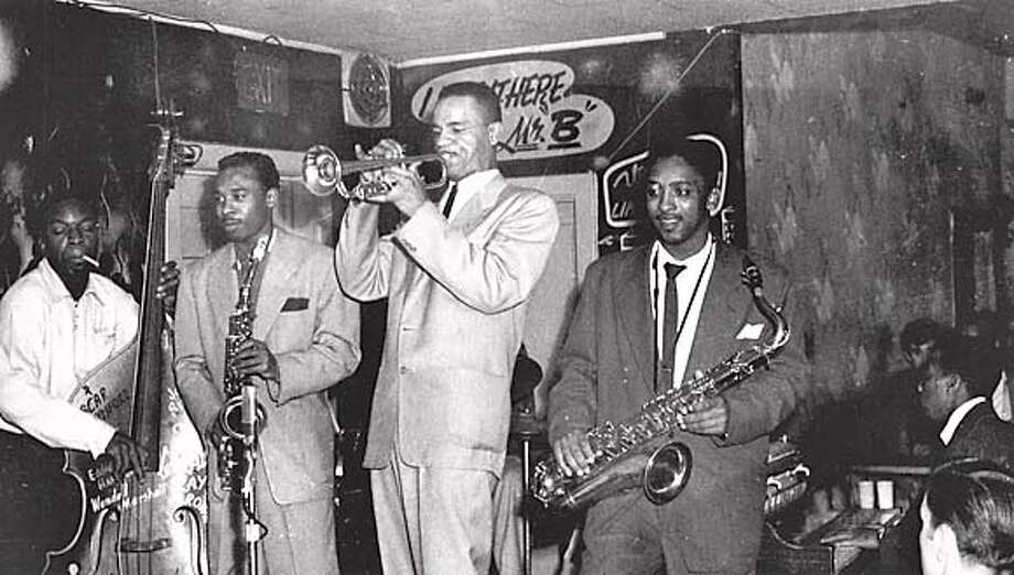 BLACKJAZZ2/C/28JAN98/PK/JIMBO EDWARDS COLLECTION-  DURING ITS 15 YEARS OF EXISTENCE, HUNDREDS OF MUSICIANS PERFORMED AT JIMBO'S BOP CITY. JAMMING 'TIL THE WEE HOURS, THEY CREATED A LEGENDARY STREAM OF SOUND, UNPARALLELED SINCE THAT ERA. IN THIS 1950S PHOTOGRAPH ARE, FROM LEFT, BASSIST SKIPPY WARREN, ALTO SAXOPHONIST PONY POINDEXTER, TRUMPETER ALAN SMITH, TENOR SAXOPHONIST TEDDY EDWARDS, AND PERHAPS STANLEY WILLIS ON PIANO. OF THESE MUSICIANS, SMITH AND EDWARDS ARE STILL LIVING. JIMBO EDWARDS COLLECTION.BLACK JAZZ; CAT Metro#Metro#Chronicle#10/20/2004#ALL#5star#b4#421803289