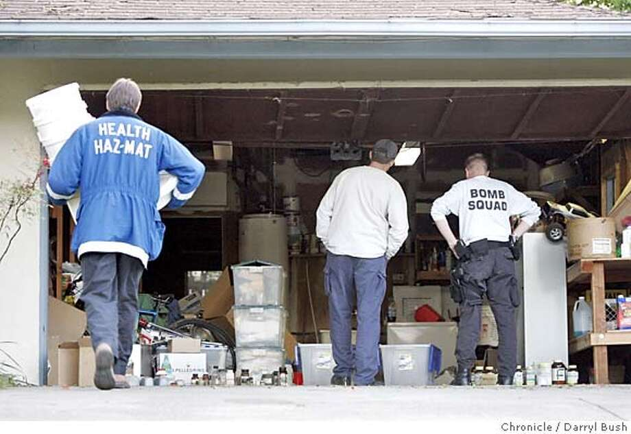 hazmat_018_db.jpg  Contra Costa County Hazardous Materials Responce Unit personnel and Walnut Creek bomb squad police investigate a garage at 2781 Ross Place in Walnut Creek.  Event on 4/12/05 in Walnut Creek.  Darryl Bush / The Chronicle MANDATORY CREDIT FOR PHOTOG AND SF CHRONICLE/ -MAGS OUT Photo: Darryl Bush