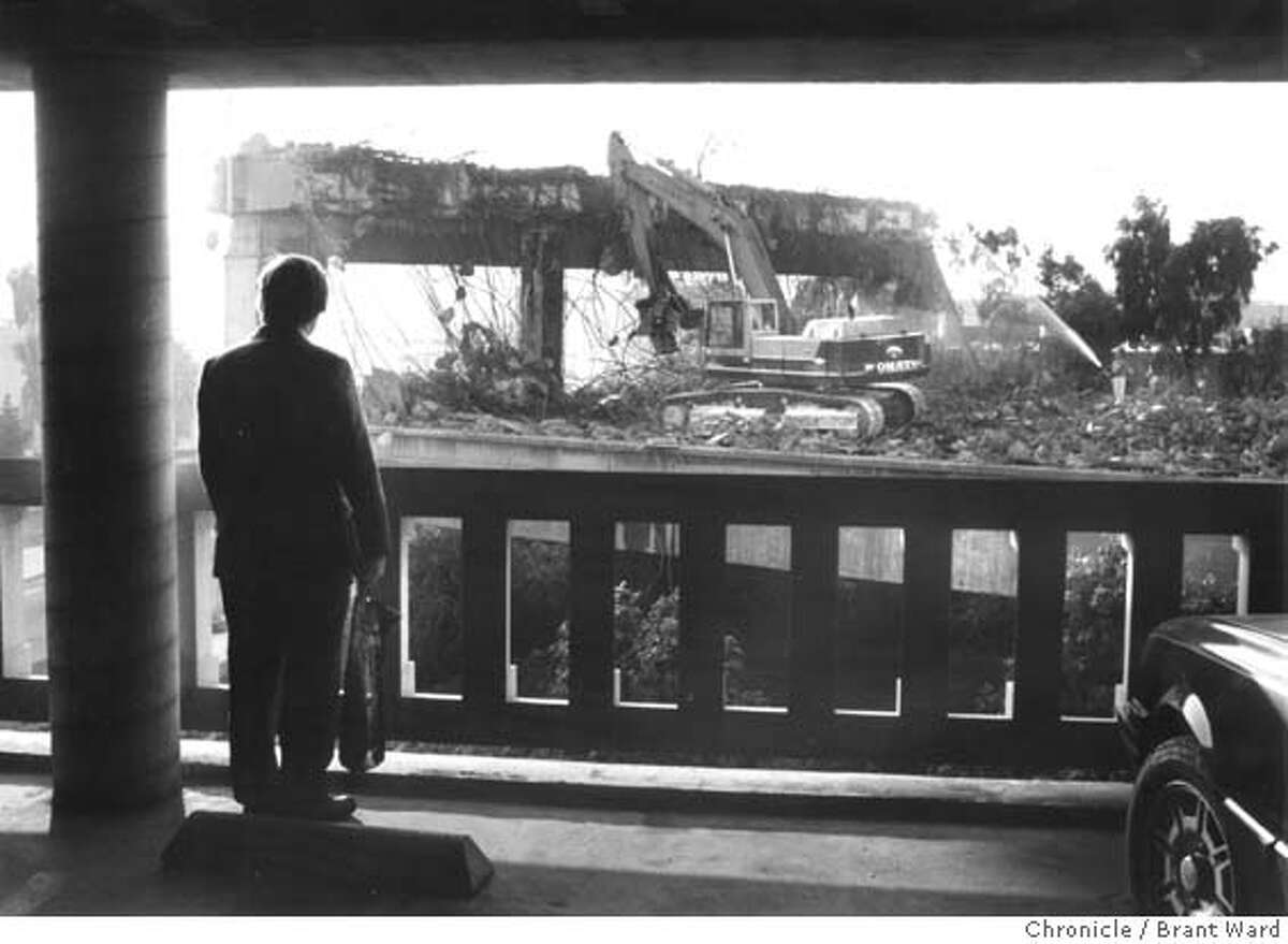 CENTRAL FREEWAY/B/13JAN92/MN/BRANT WARD MAN PEERS OUT OF THE PERFORMING ARTS GARAGE AT HAYES AND GOUGH STREETS AT THE DEMOLITION OF THE CENTRAL FREEWAY.