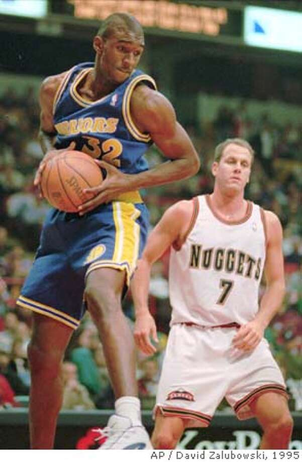 Golden State Warriors forward Joe Smith, left, pulls down a rebound in front of Denver Nuggets forward Don MacLean in the first quarter in Denver's McNichols Sports Arena on Wednesday, Dec. 20, 1995. (AP Photo/David Zalubowski) also ran 12/26/95 CAT Photo: DAVID ZALUBOWSKI